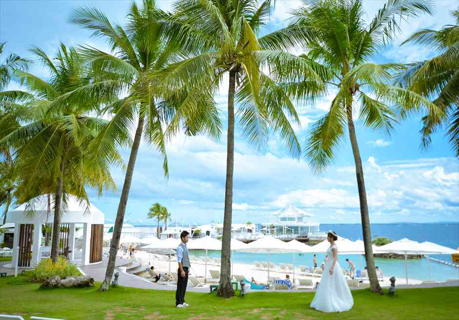モーベンピック・ホテル・マクタン<br /> ビーチを一望するガーデンにてフォトウェディング