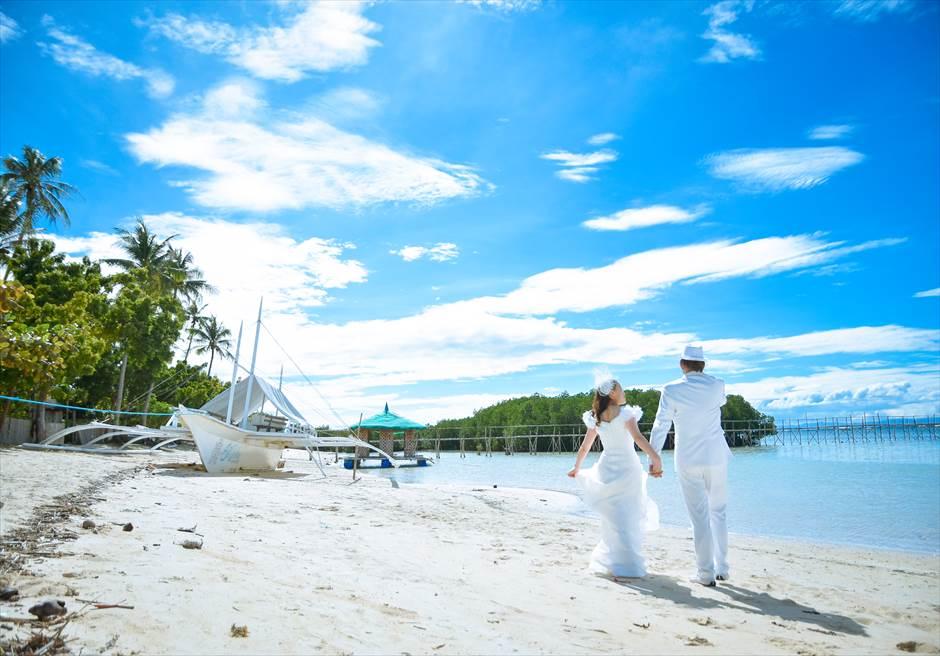 カサブランカ・バイ・ザ・シー<br /> リゾート前の白砂のビーチにてフォトウェディング
