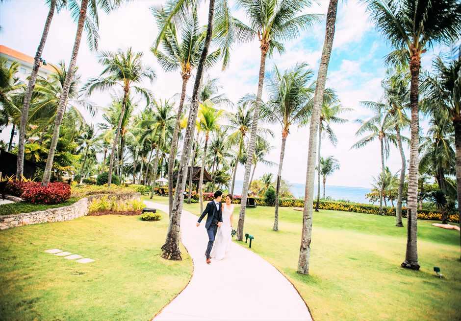 シャングリラ・マクタン・リゾート&スパ緑豊かなガーデンにてフォトウェディング