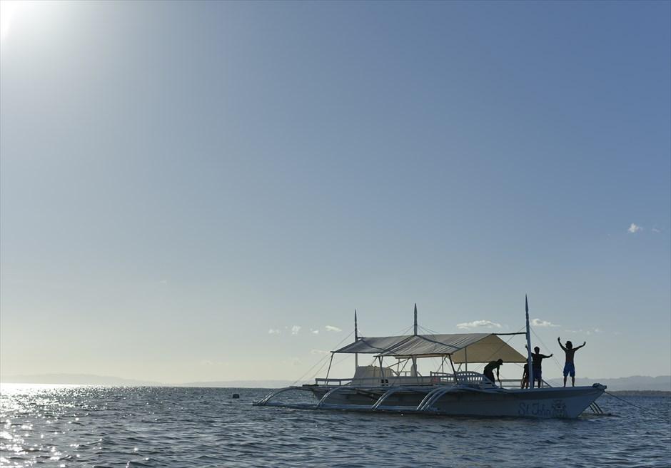 ボートにてオランゴ島へ<br /> 爽快な風を感じて頂けます