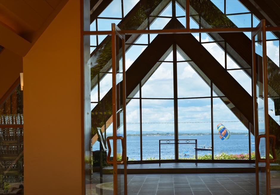 シャングリラ・マクタン・リゾート&スパ <br /> オーシャン・パビリオンより<br /> マクタン島の海の眺め