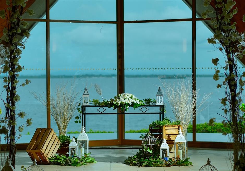 オーシャン・パビリオン・チャペル<br /> サンセットタイム・ウェディング<br /> 祭壇周り装飾