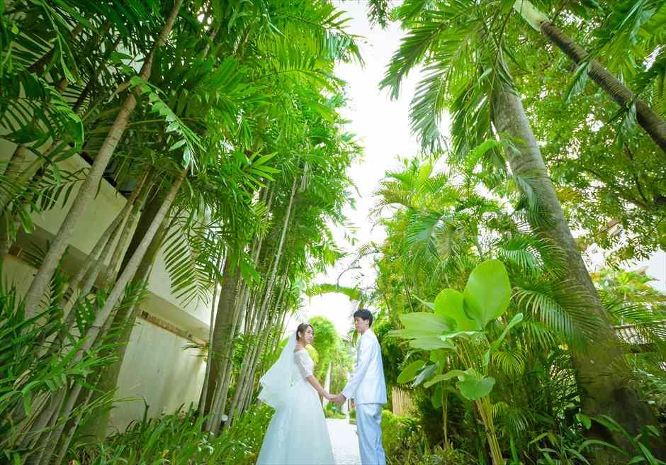 コスタベラ・トロピカル・ビーチ・ホテル<br /> リゾート内ガーデンにて挙式前撮り