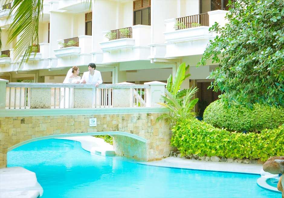 コスタベラ・トロピカル・ビーチ・ホテル<br /> メインプールにて挙式前撮り
