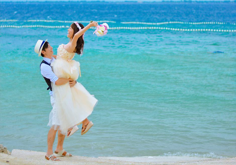 ジェイ・パーク・アイランド・リゾート透明度の高い海が広がるビーチにてフォトウェディング