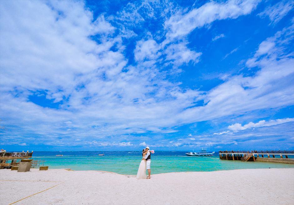 ジェイ・パーク・アイランド・リゾート美しい青い海が広がる白砂のビーチにてフォトウェディング