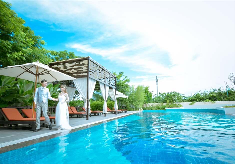 クリムゾン・リゾート&スパ・マクタン<br /> プールにてフォトウェディング