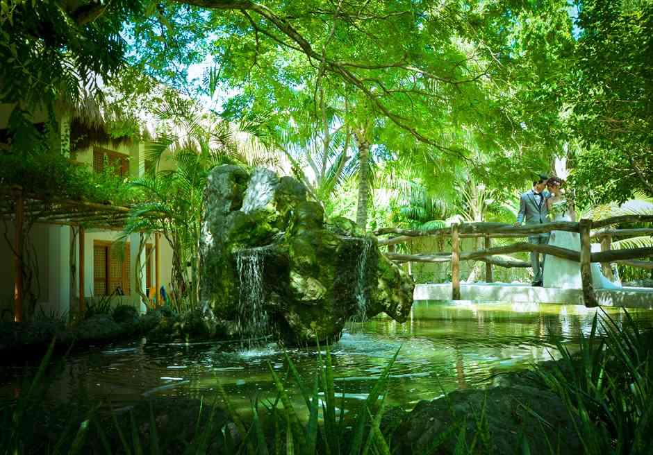 ブルーウォーター・マリバゴ・ビーチリゾート<br /> ホテル棟ウォーターポンドにてフォトウェディング