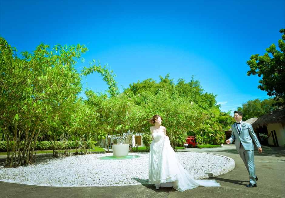 ブルーウォーター・マリバゴ・ビーチリゾート<br /> リゾートガーデンにて挙式前フォト