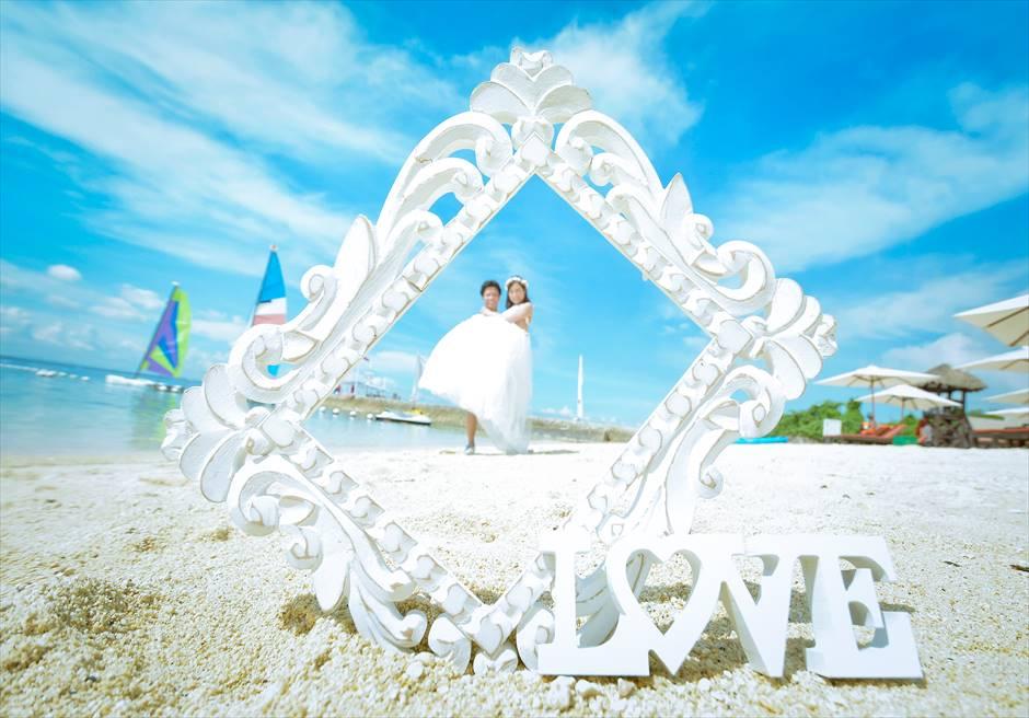 クリムゾン・リゾート&スパ・マクタン<br /> 白砂のビーチにてフォトウェディング
