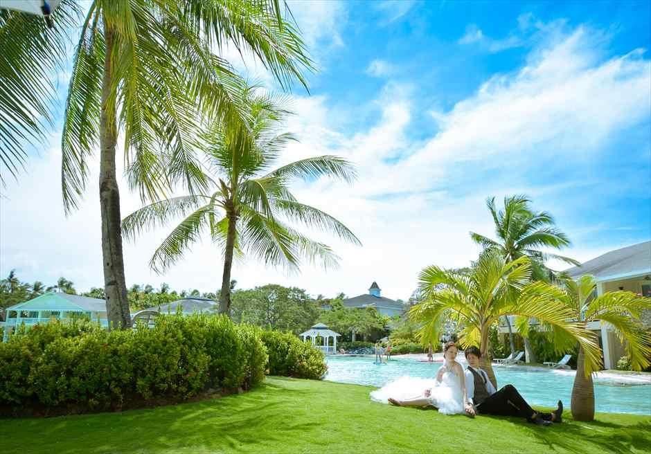 プランテーション・ベイ・リゾート&スパラグーン内ガーデンにてフォトウェディング