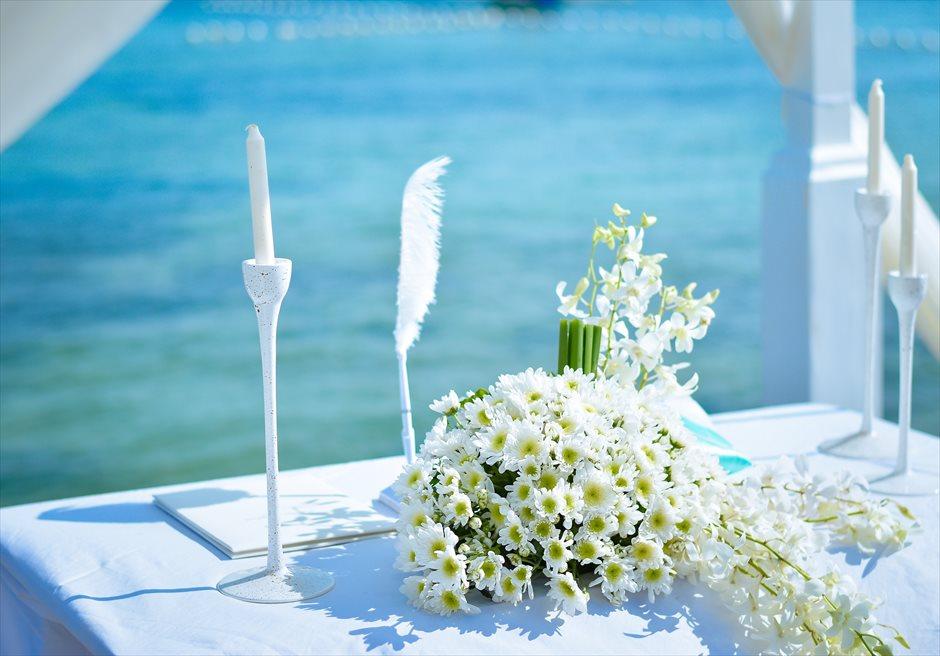 シャトー・バイ・ザ・シー<br /> ブルー・バイ・ザ・シー ボードウォーク・ウェディング<br /> 生花祭壇装飾(生花は別途追加代金がかかります)
