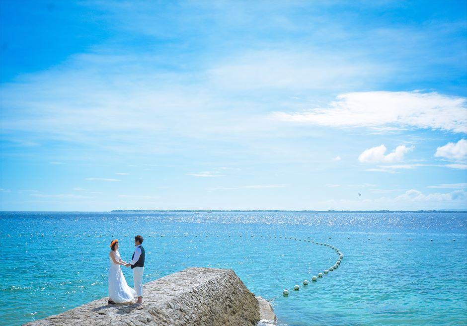 クリムゾン・リゾート&スパ・マクタン<br /> 美しいマクタン島の海を望む桟橋にてフォトウェディング