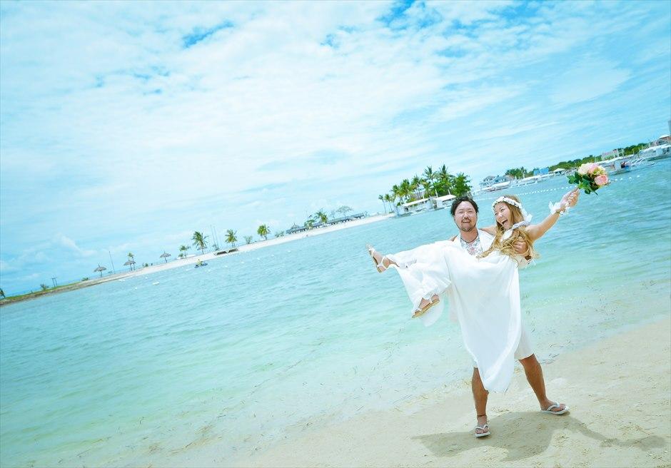 ブルーウォーター・マリバゴ・ビーチリゾート<br /> 透明度の高いビーチにてフォトウェディング