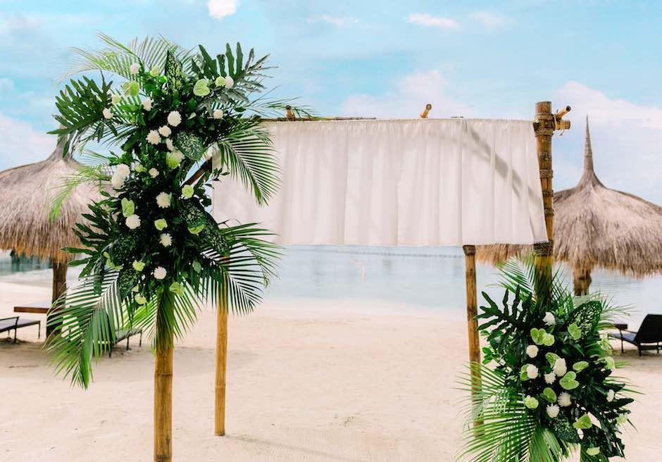 ブルーウォーター・マリバゴ・ビーチ・リゾート<br /> ビーチフロント・ボタニカルウェディング<br /> 南国らしさが人気のガゼボ