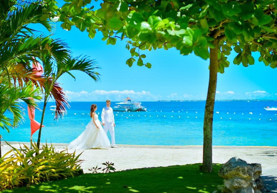 ジェイパーク・アイランド・リゾート<br /> 木漏れ日が美しい真っ青な海を望むビーチ