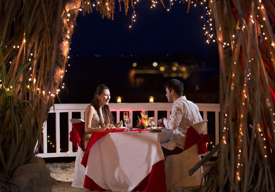 挙式特典ラブズ・ロックにてロマンティックキャンドルライトディナー装飾・スパークリングワイン1本含む