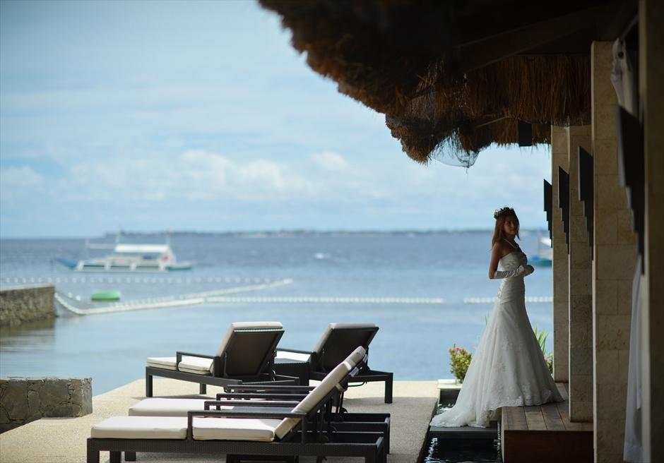 アバカ・ブティック・リゾート<br /> メインプール・ガゼボにてマクタン島の海を望む