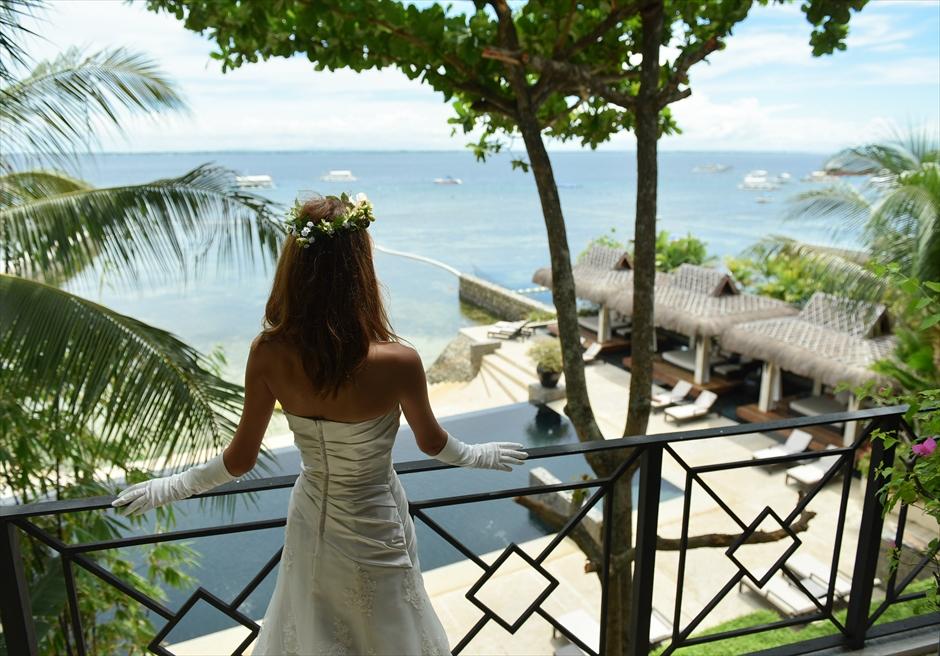 アバカ・ブティック・リゾート<br /> スイートルームのテラスよりマクタン島の海を望む