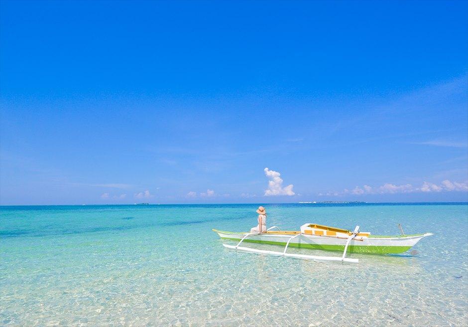 カオハガン島の小舟での撮影<br /> 透明度の高い海