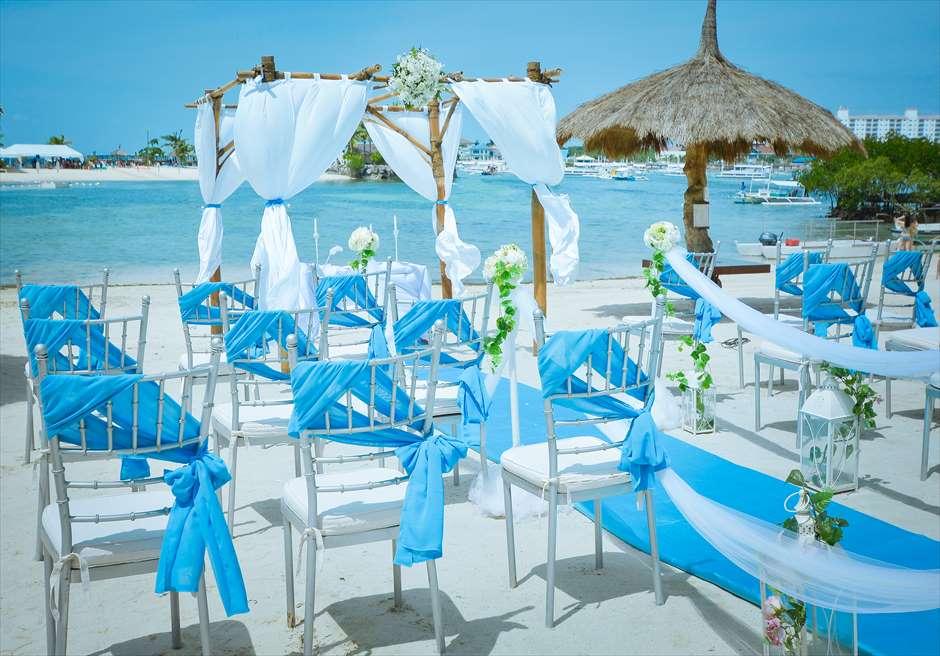 ブルーウォーター・マリバゴ・ビーチ・リゾート<br /> ビーチフロント・ウェディング<br /> ティファニーブルー挙式会場全景
