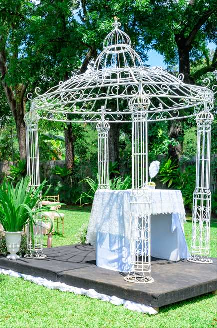 モンテベッロ・ヴィラ・ホテル<br /> ガーデン・アーチ・ウェディング<br /> パーゴラアーチ&祭壇