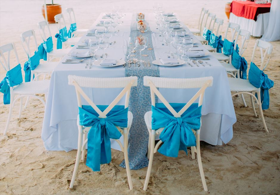 ブルーウォーター・マリバゴ セブ ウェディングパーティー チェア装飾