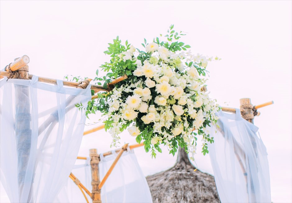 ブルーウォーター・マリバゴ セブウェディング 生花ガゼボ装飾