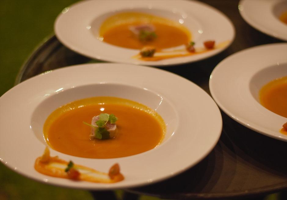 クリムゾン・マクタン リゾート&スパ ウェディングパーティー会場 ガーデンパーティー コース料理 スープ