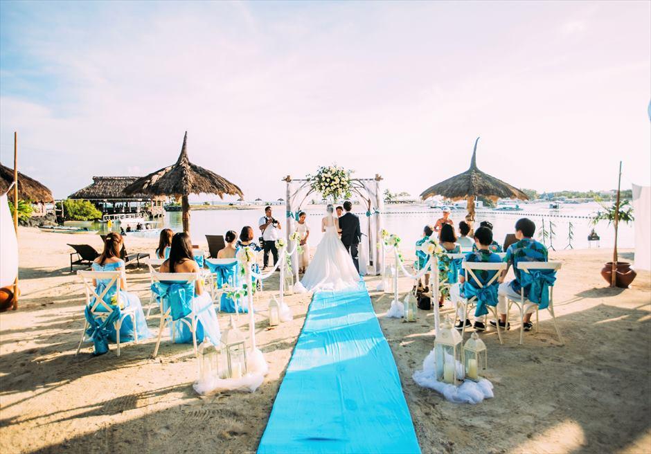 ブルーウォーター・マリバゴ セブ ビーチ挙式 セブ島ビーチウェディング会場 挙式シーン 挙式全景