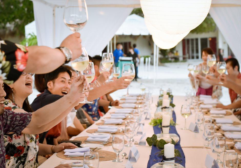 ブルーウォーター・マリバゴ・ビーチリゾート セブ島ビーチ挙式会場 セブウェディングパーティー パーティー乾杯シーン