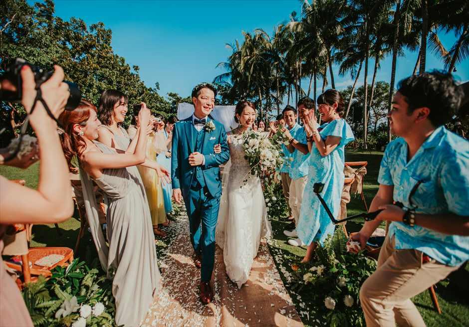 セブ島ウェディング シャングリラ・マクタン・ガーデン挙式 ヘリパッドガーデン挙式会場 挙式シーン フラワーシャワー