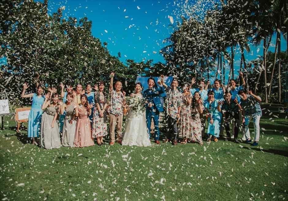 セブ島ウェディング シャングリラ・マクタン・ガーデン挙式 ヘリパッドガーデン挙式会場 挙式シーン 集合写真