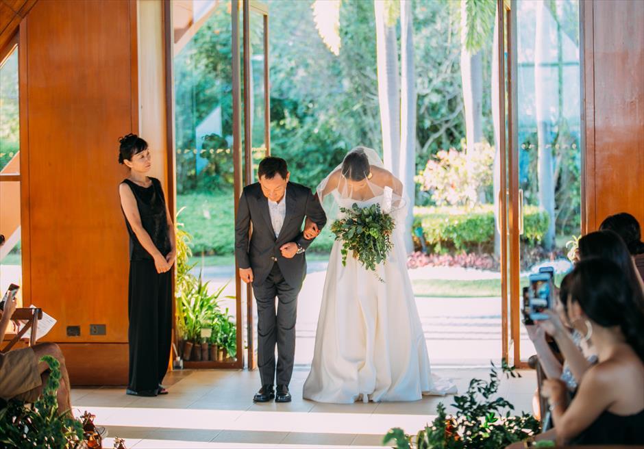 セブ島ウェディング シャングリラ・マクタン・チャペル挙式 挙式会場 花嫁 新婦入場シーン