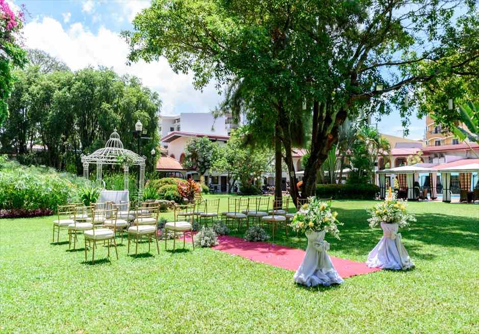 モンテベッロ・ヴィラ・セブ・シティ ガーデンウェディング 挙式会場 ガーデンアーチ全景