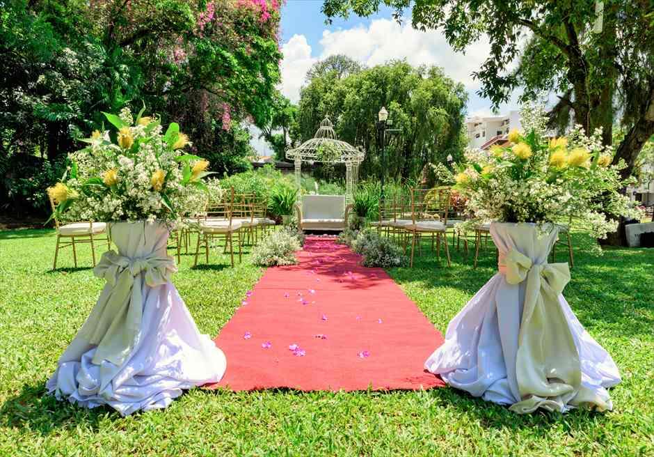 モンテベッロ・ヴィラ・セブ・シティ ガーデンウェディング 挙式会場 ガーデンアーチ 生花装飾