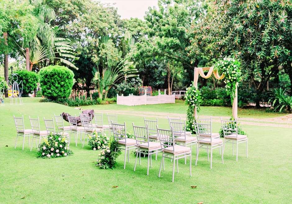 セブ・ホワイトサンズ・リゾート&スパヒストリック・ガーデン・ウェディング挙式会場リゾート・ゲート側を望む