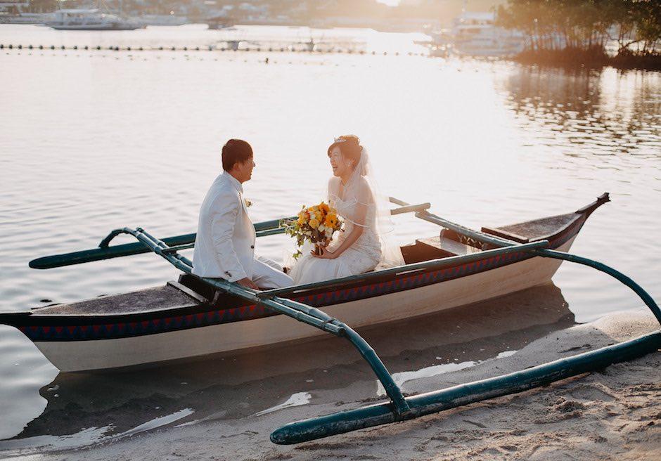 ブルーウォーター・マリバゴ・ビーチリゾートバンカーボートに乗ってのフォトウェディング