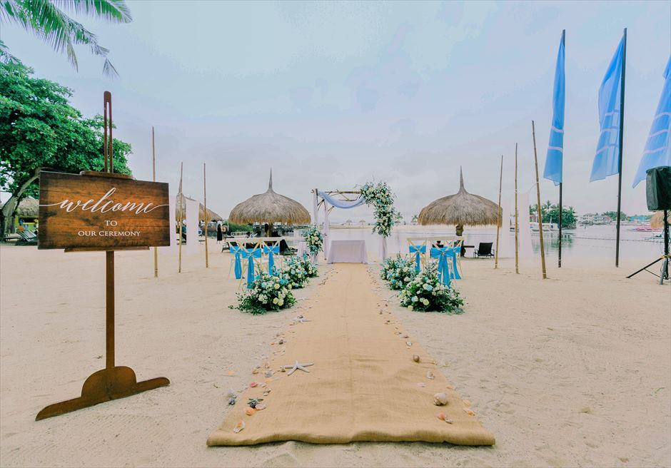 ブルーウォーター・マリバゴビーチ挙式ブルーム・アイランド・ウェディングブルー&グリーン装飾挙式会場全景