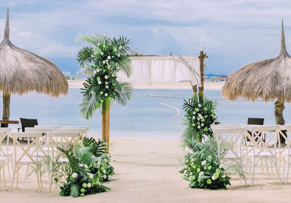 ブルーウォーター・マリバゴビーチ挙式ボタニカル&トロピカル・ウェディング挙式会場装飾全景