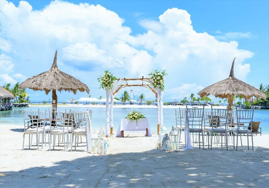 ブルーウォーター・マリバゴ・リゾートビーチウェディングホワイト・ナチュラル挙式会場基本装飾