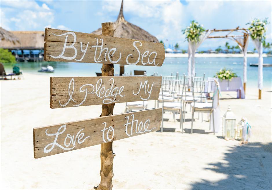 ブルーウォーター・マリバゴ・リゾートビーチウェディングホワイト・ナチュラルビーチコンパス