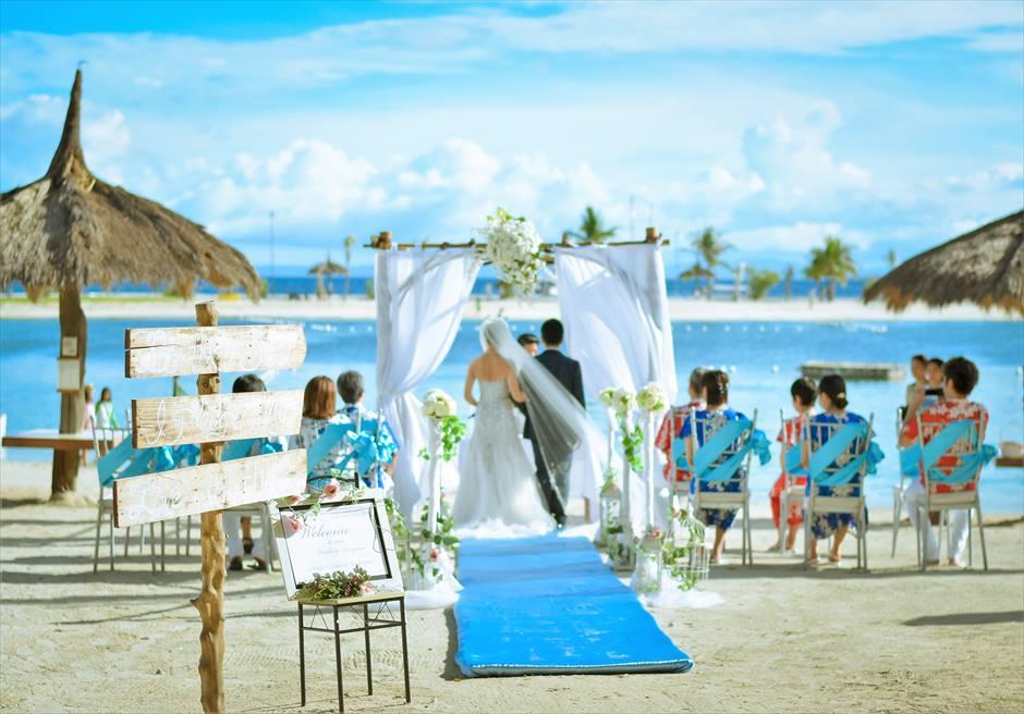 ブルー・スカイビーチ・ウェディングティファニー・ブルー挙式会場装飾挙式シーン