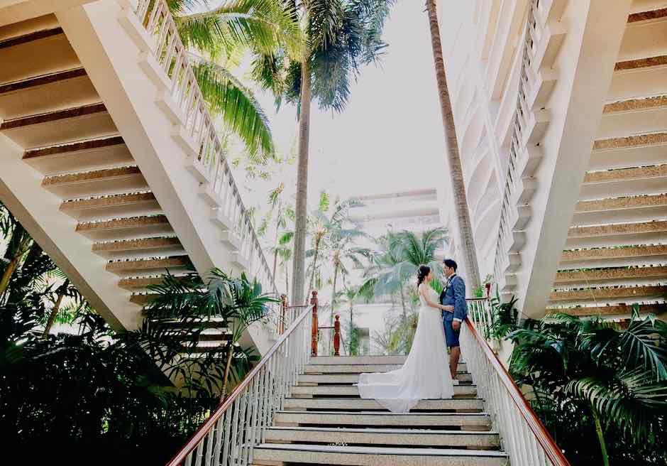 シャングリラ・マクタン・リゾート&スパホテル棟を望むガーデンにて撮影