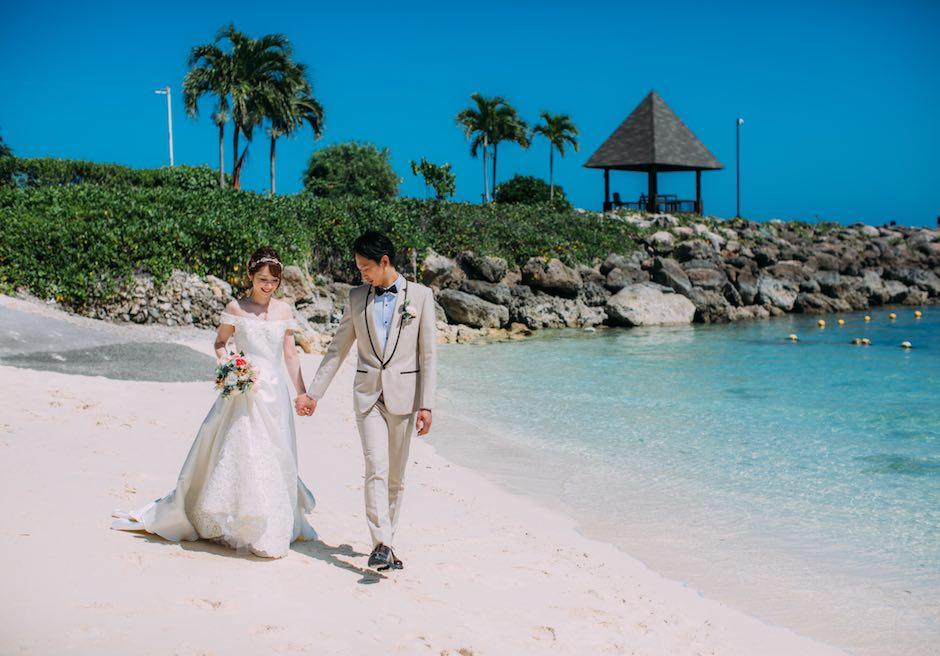 シャングリラ・マクタン・リゾート&スパ海と空の青のコントラストが美しいビーチにて