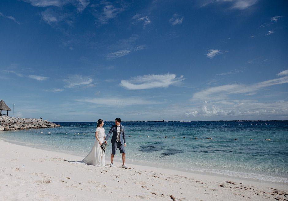 シャングリラ・マクタン・リゾート&スパ青の海がどこまでも続く白砂のビーチにて