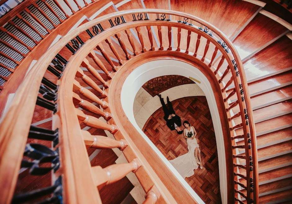 シャングリラ・マクタン・リゾート&スパメインウィングの螺旋階段にてフォトウェディング