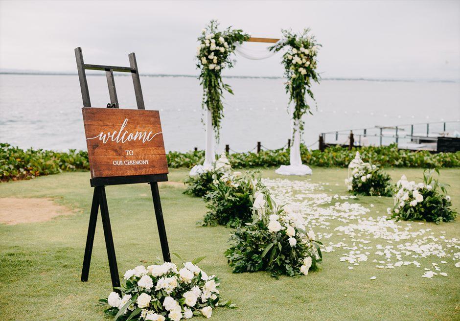 クリムゾン・リゾート&スパ・マクタンアズール・ガーデンラスティック・ウェディング挙式会場生花基本装飾ウェルカムボード