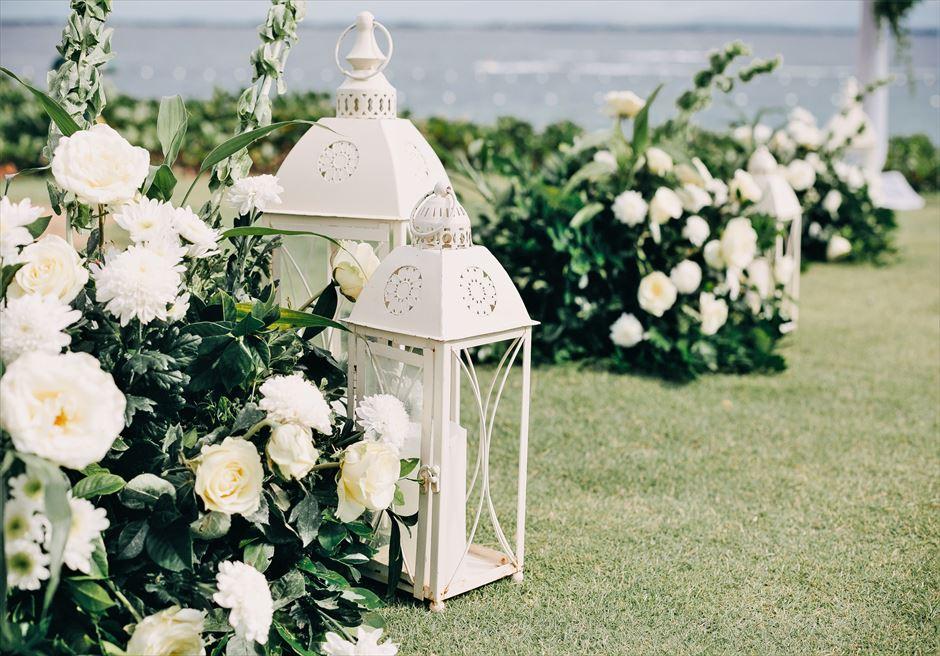 クリムゾン・リゾート&スパ・マクタンアズール・ガーデンラスティック・ウェディングアイルサイド生花&ランタン装飾