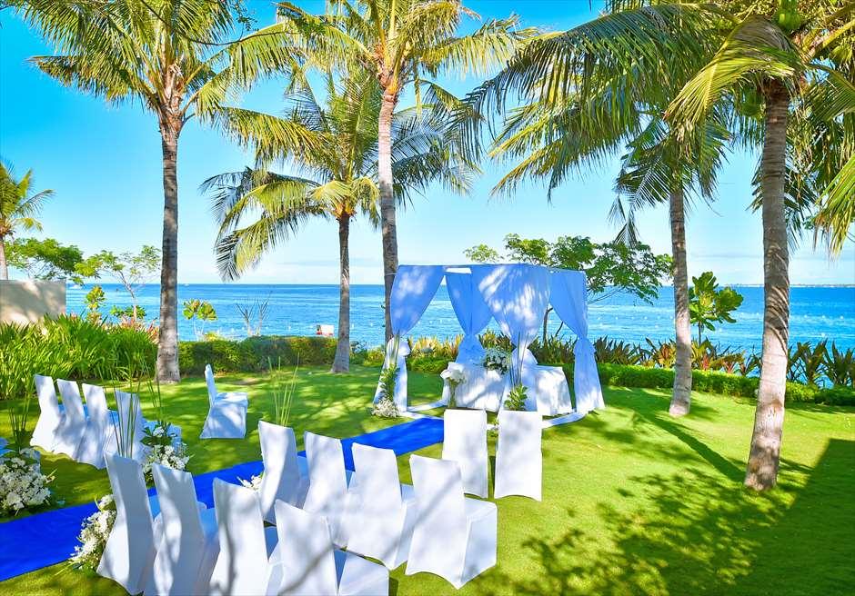 クリムゾン・リゾート&スパ・マクタンヴィラ・ガーデンクラシック・ウェディングブルー挙式会場基本装飾